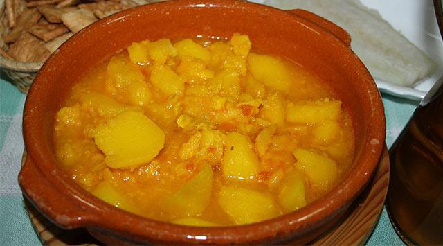 Patatas con bacalao, receta de la abuela
