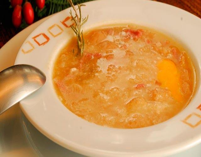 sopa-de-ajo-o-castellana