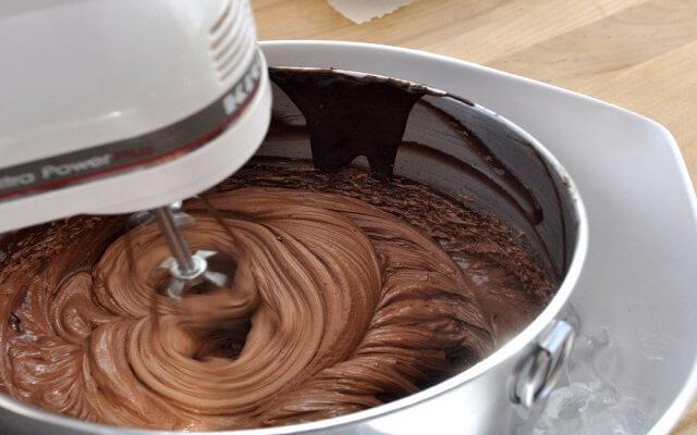 Tarta a tres chocolates