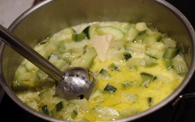 crema de calabacín con cebolla