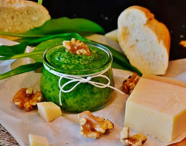 Salsa pesto receta italiana tradicional