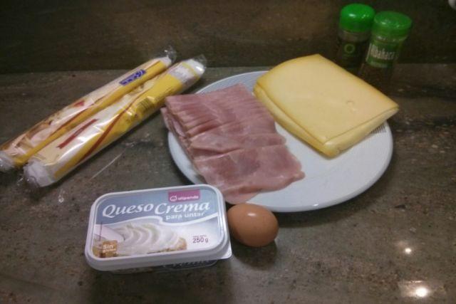 Empanada de hojaldre con jamón y queso