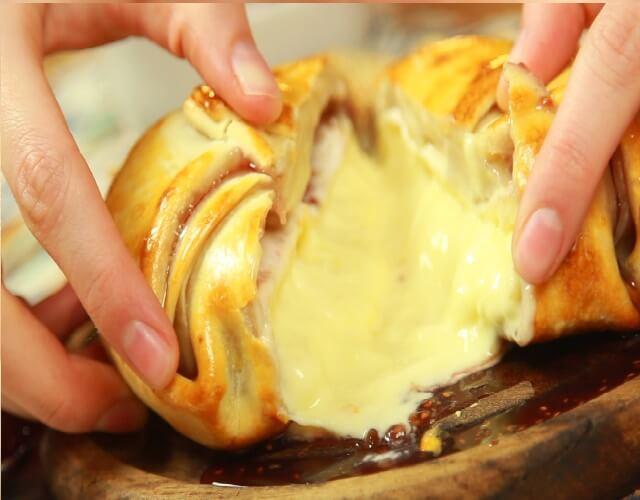 Hojaldre de camembert y frambuesa