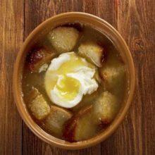 Sopa de ajo con jamón