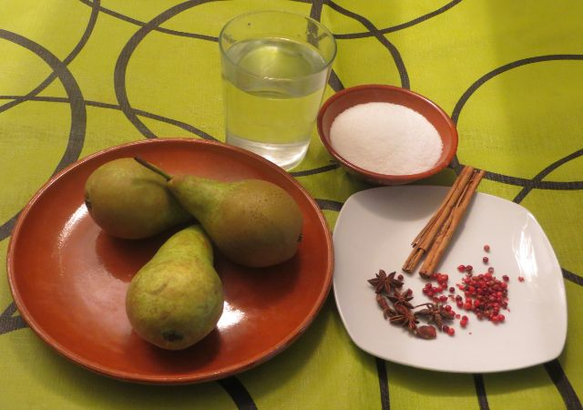 Después agrega el limón cortado a la mitad y el anís.