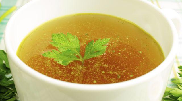 Sopa de verdura y pollo fácil