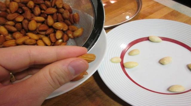 Tostar Almendras en el Microondas