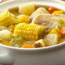 Sopa de verduras y pollo fácil.