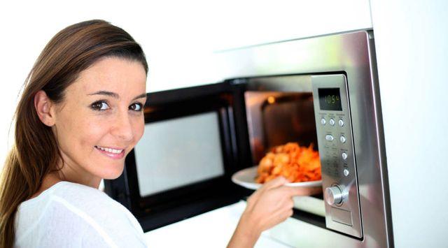 Alitas de pollo al ajillo en el microondas