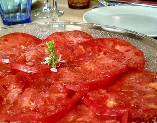 Ensalada de tomate rosa