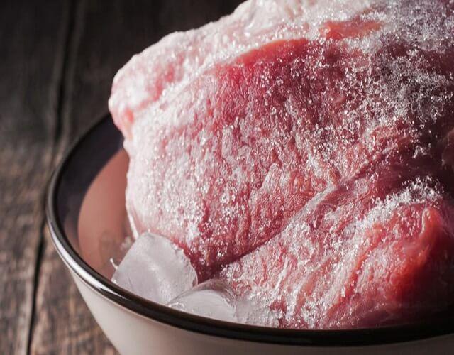 Descongelar la carne en el microondas