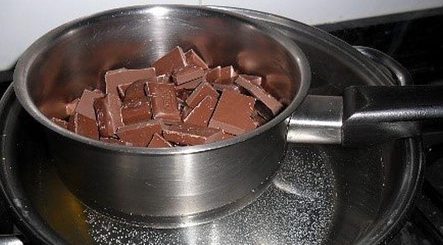 Profiteroles caseros con chocolate