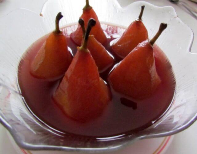 Peras al vino dulce