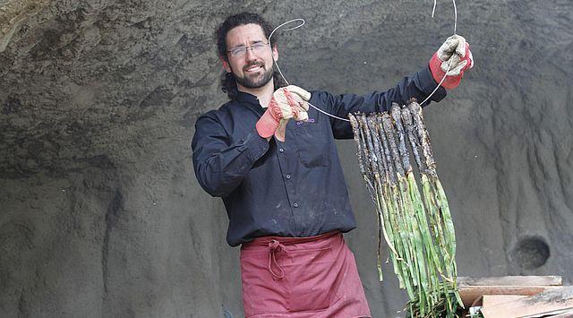 Calçots con salsa romesco