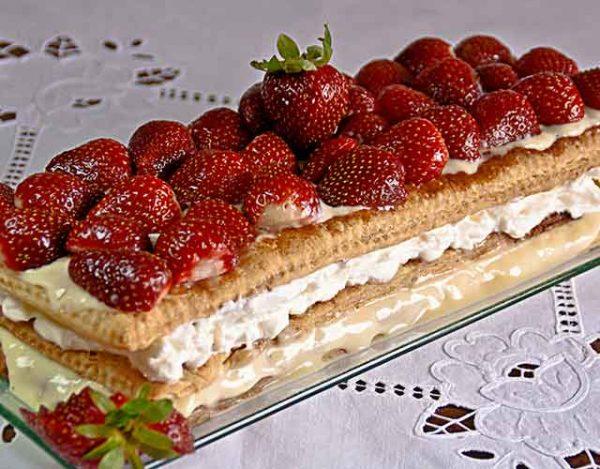 Tarta de hojaldre con fresa y crema pastelera