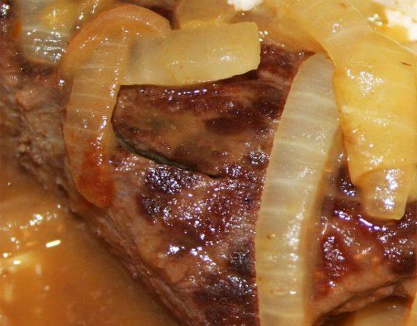 Bistec de res con cebolla