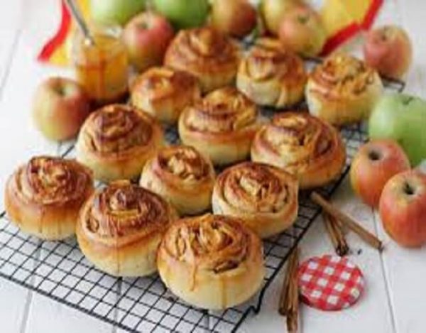 Rollitos de manzana, pasas y canela