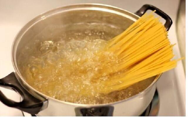 Fetuccini a la napolitana