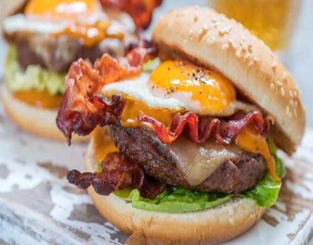 Hamburguesa con huevo frito