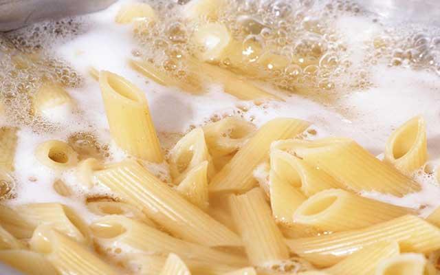 Macarrones con brócoli y queso