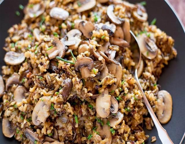 Ensalada de arroz salvaje con setas