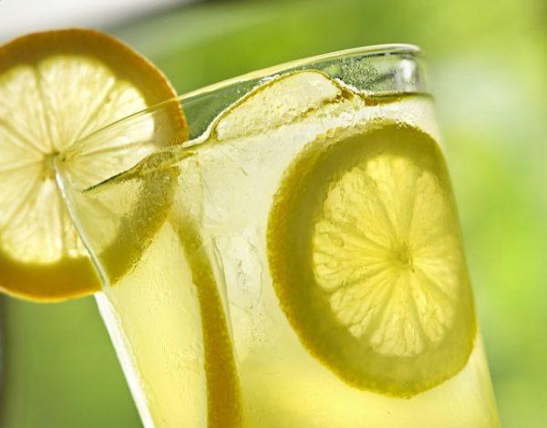 Limonada de vino blanco