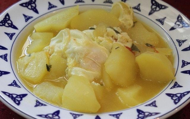 patatas guisadas con huevo