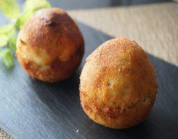 Bolas de patatas rellenas de carne