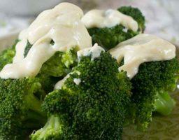 Brócoli con mayonesa