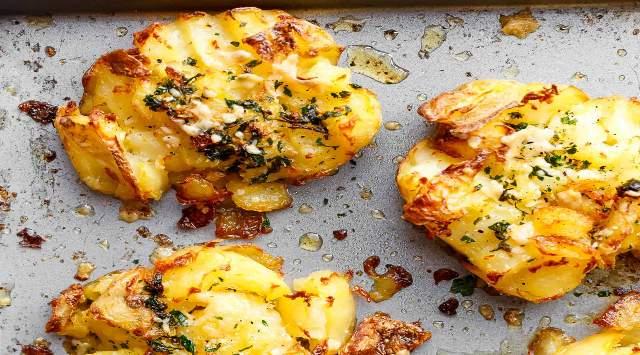 Patatas Crujientes de Ajo y Queso