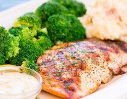 Brócoli con salmón al horno