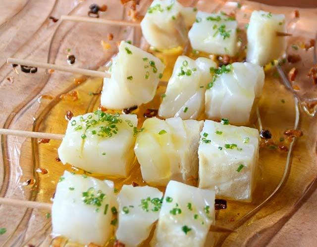 Brochetas de pescado al limón