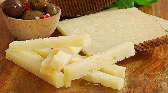 Brocheta de queso y membrillo