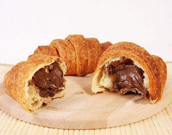 Croissant relleno de chocolate