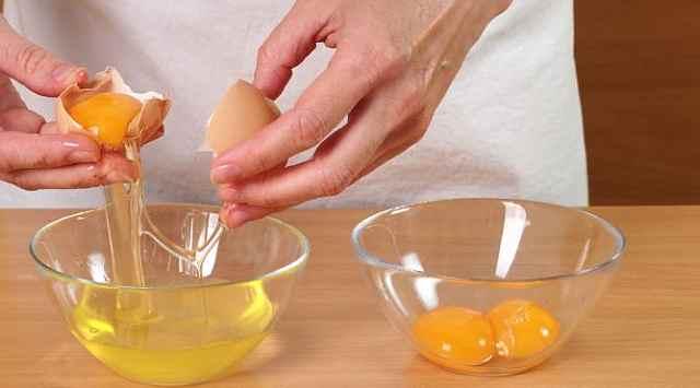 Huevos Nevados o Huevos Moles