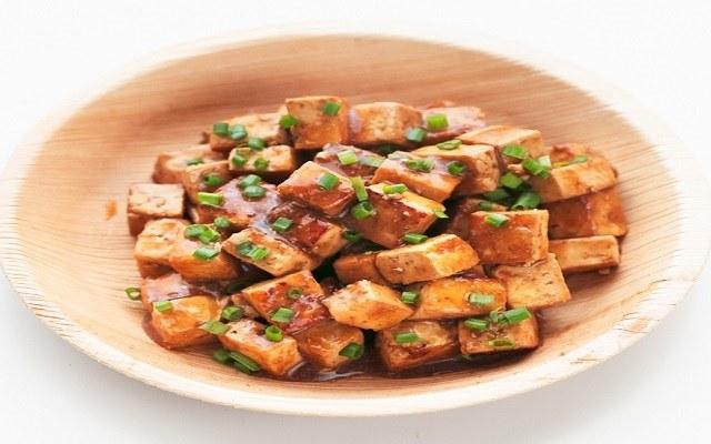 Tofu marinado con soja