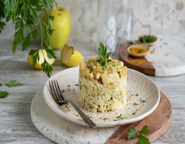 Ensalada de arroz al curry y pasas