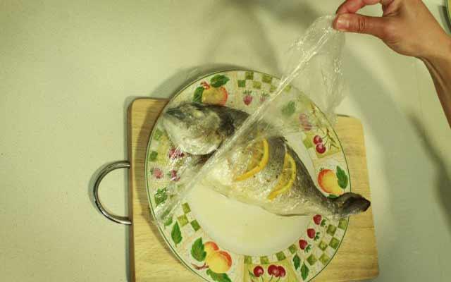 Dorada al limón en microondas