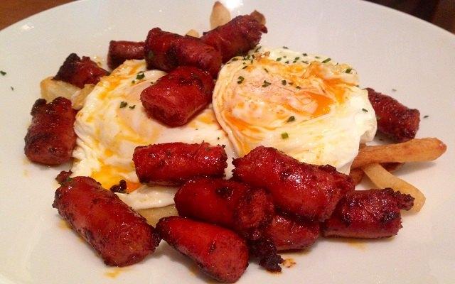 Huevos estrellados con chorizo