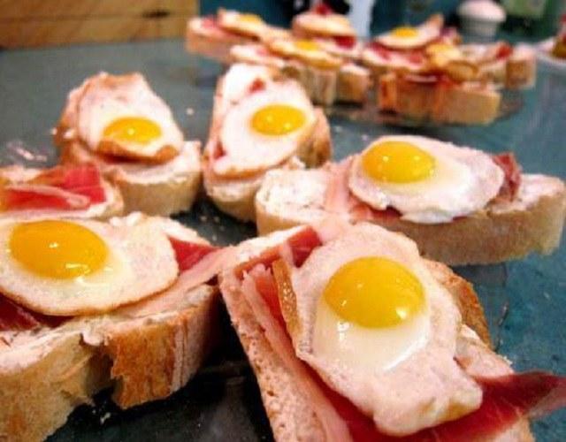 Huevos de codorniz a la plancha