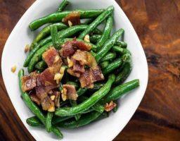 Judías verdes con bacon frito
