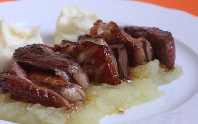Magret de pato con foie