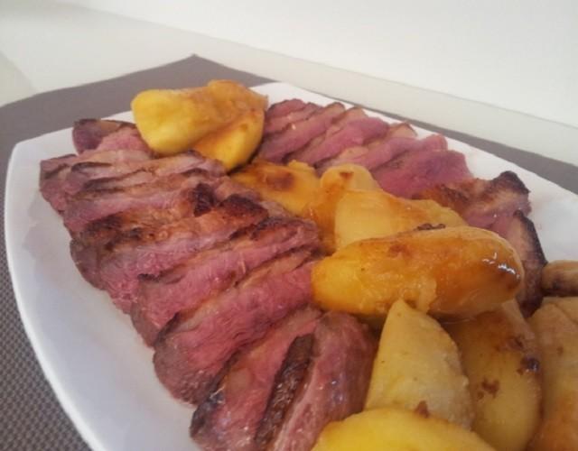 Magret de pato con manzanas