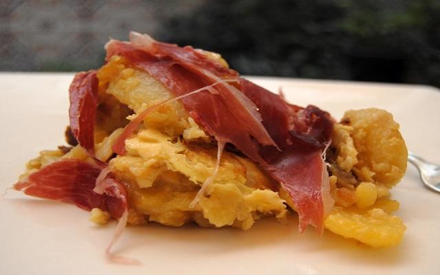 Revuelto de patatas con jamón ibérico