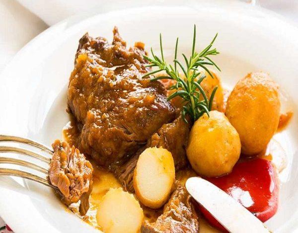 Ternera asada con patatas nuevas