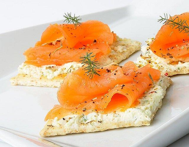 Tostadas de crema de queso y salmón