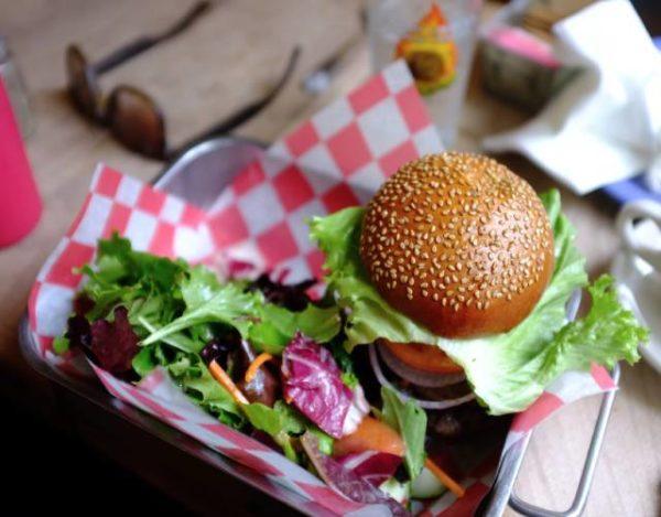 Hamburguesa con salsa teriyaki