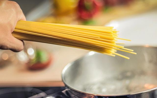 Espaguetis integrales con verduras