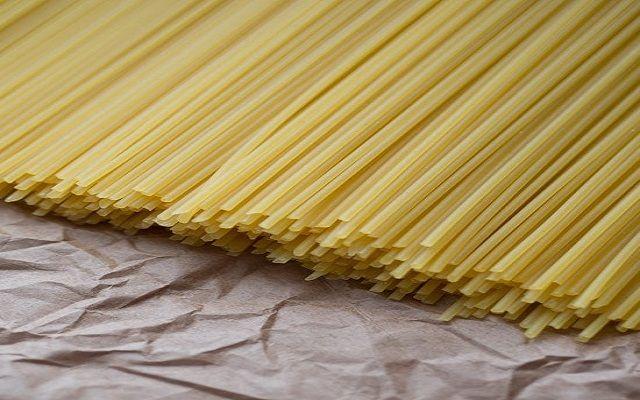 Espaguetis con tiras de ternera