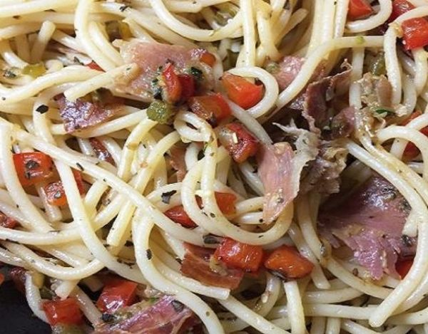 Espaguetis con jamón serrano